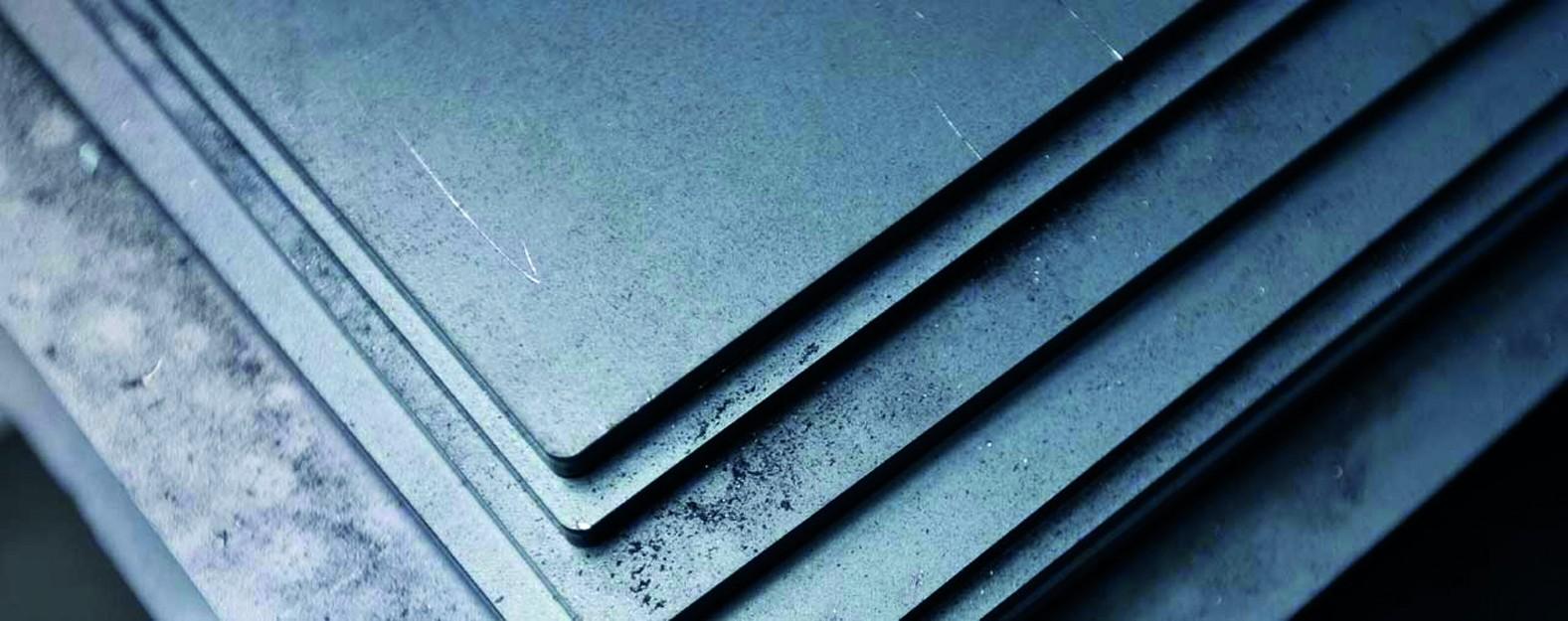 Table din oțel